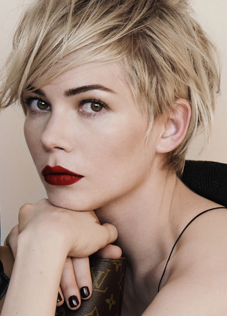michelle-williams-louis-vuitton-close-up crop 2