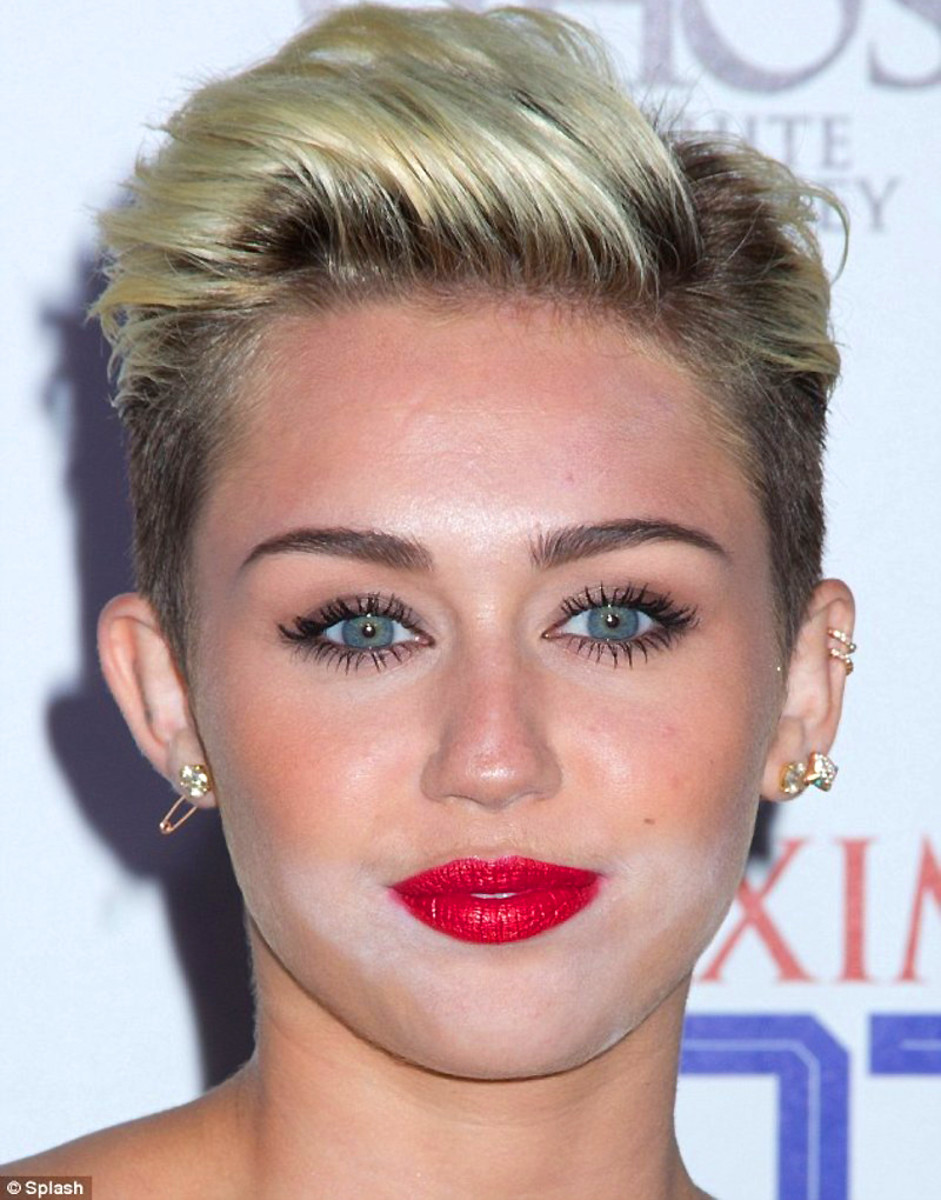 Miley Cyrus: white-powder face in 2013
