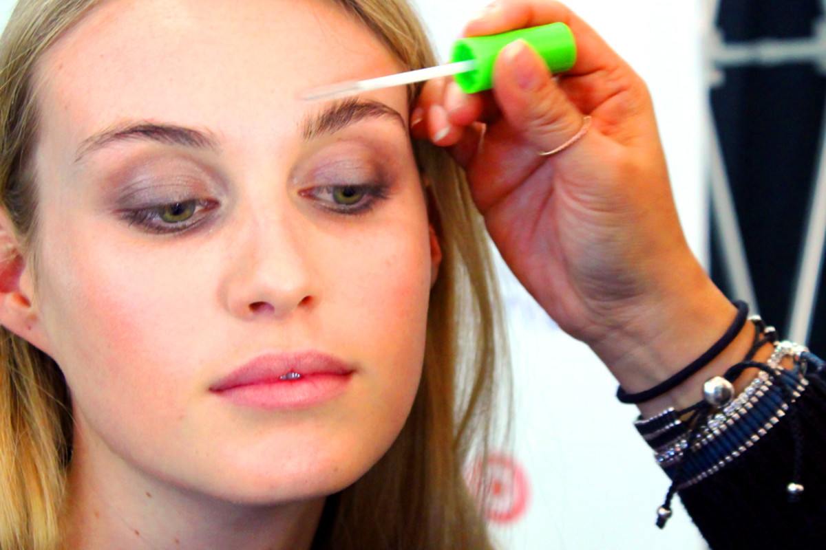 soft spring smoky eyes_brush brows with clear gel_makeup Grace Lee_Maybelline_Sarah Stevenson for Target