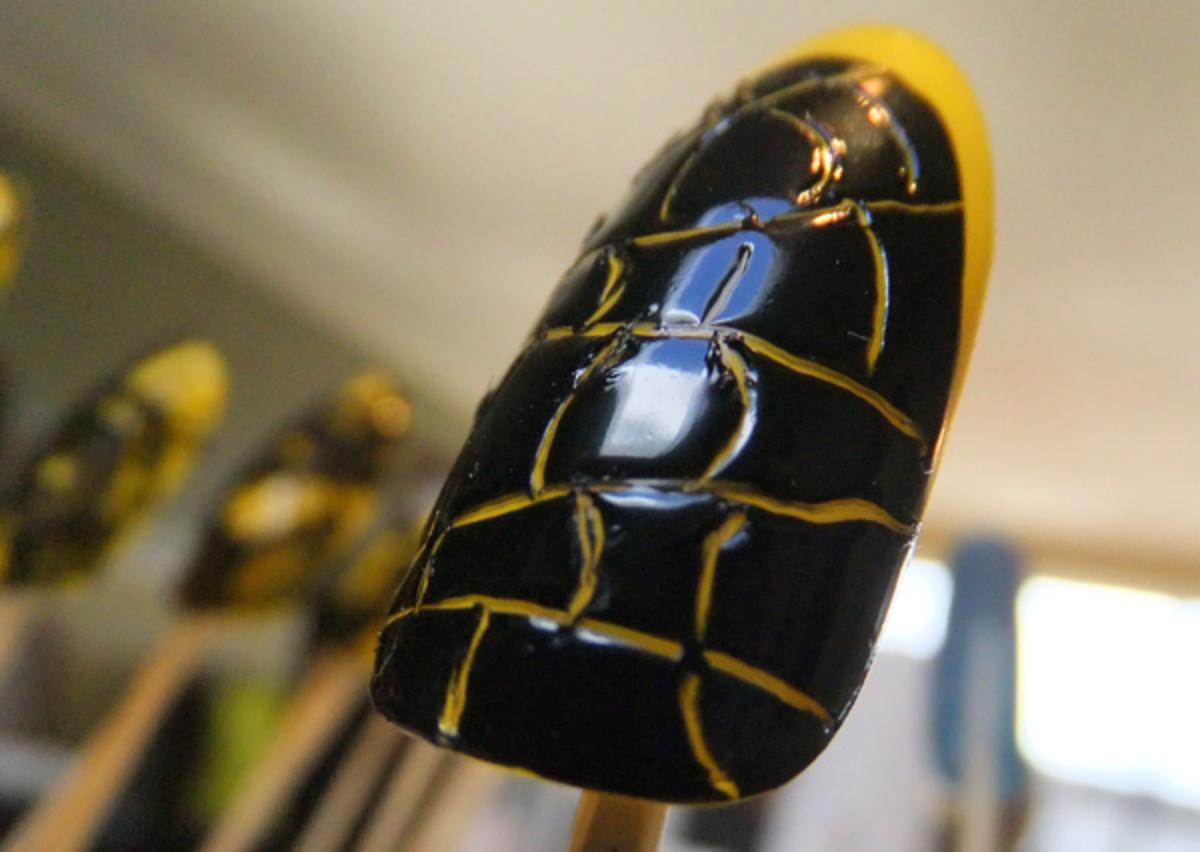 Croc manicure_Lucian Matis FW 2012_Tips Nail Bar