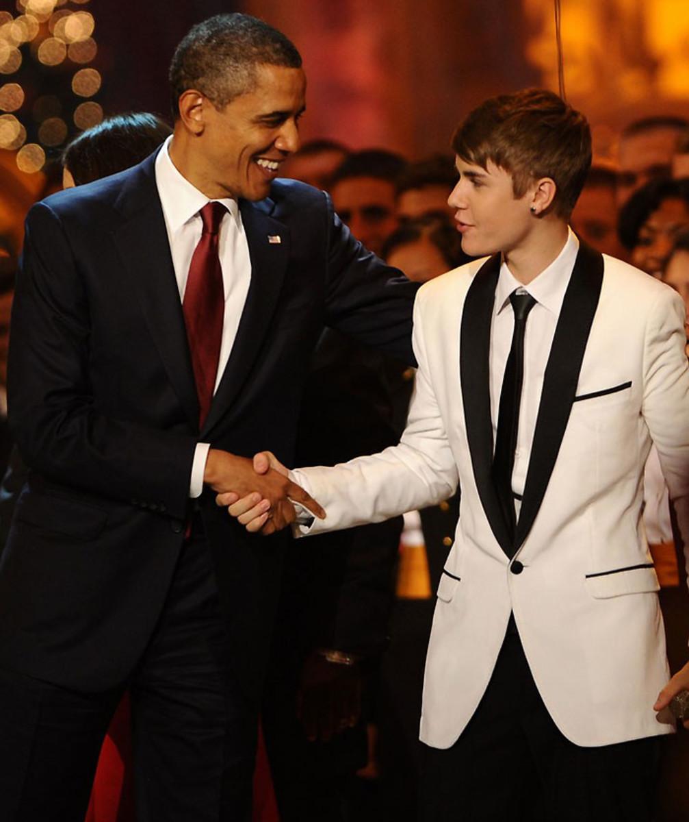Justin Bieber_US President Barack Obama_Christmas 2011.jpg