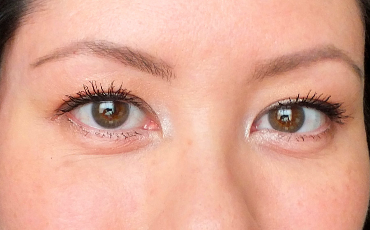 Maybelline New York Big Eyes mascara_Big Eyes Mascara on top and bottom lashes both eyes