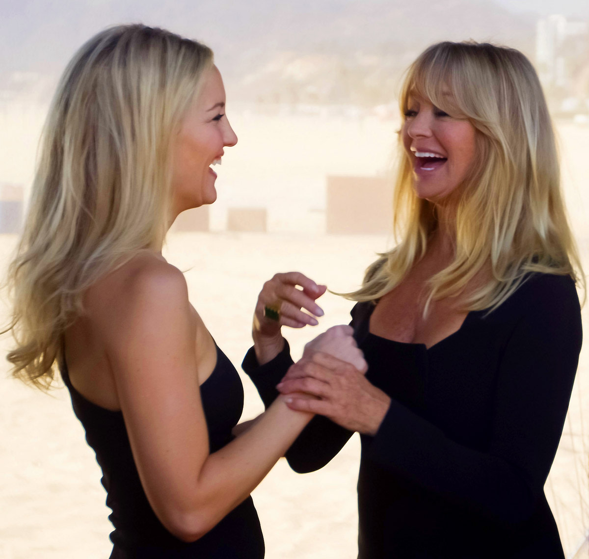 20121015_Almay_Kate-Hudson-and-Goldie-Hawn-on-the-Mothers-Day-photoshoot-set-for-Almay1.jpg