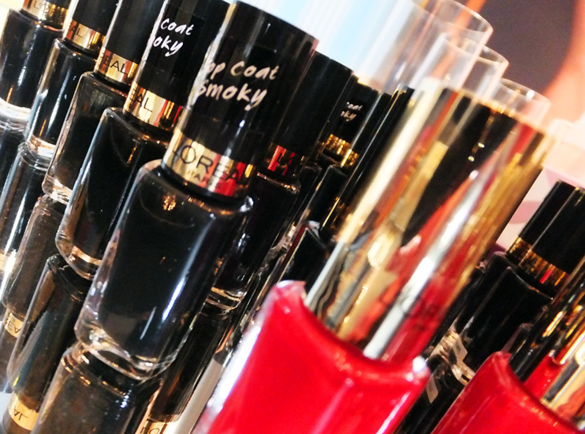 L'Oreal Paris Color Riche Top Coat Smoky_and a red one