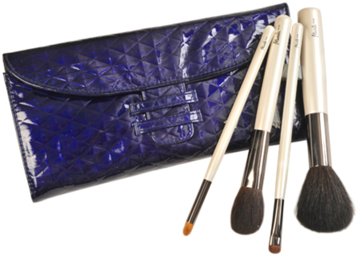 Murale_Cosmetic_Bag_and_Holiday_Brush_Kit