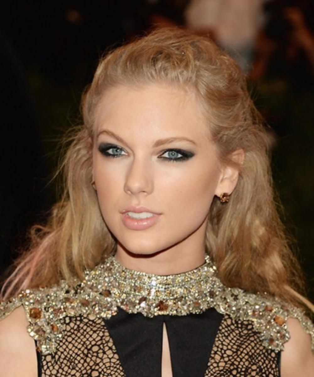 Taylor-Swift_met-ball_2013-450x540