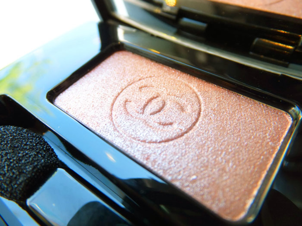 Chanel Soft Touch Eyeshadow in 93 Complice_Fall 2012 makeup