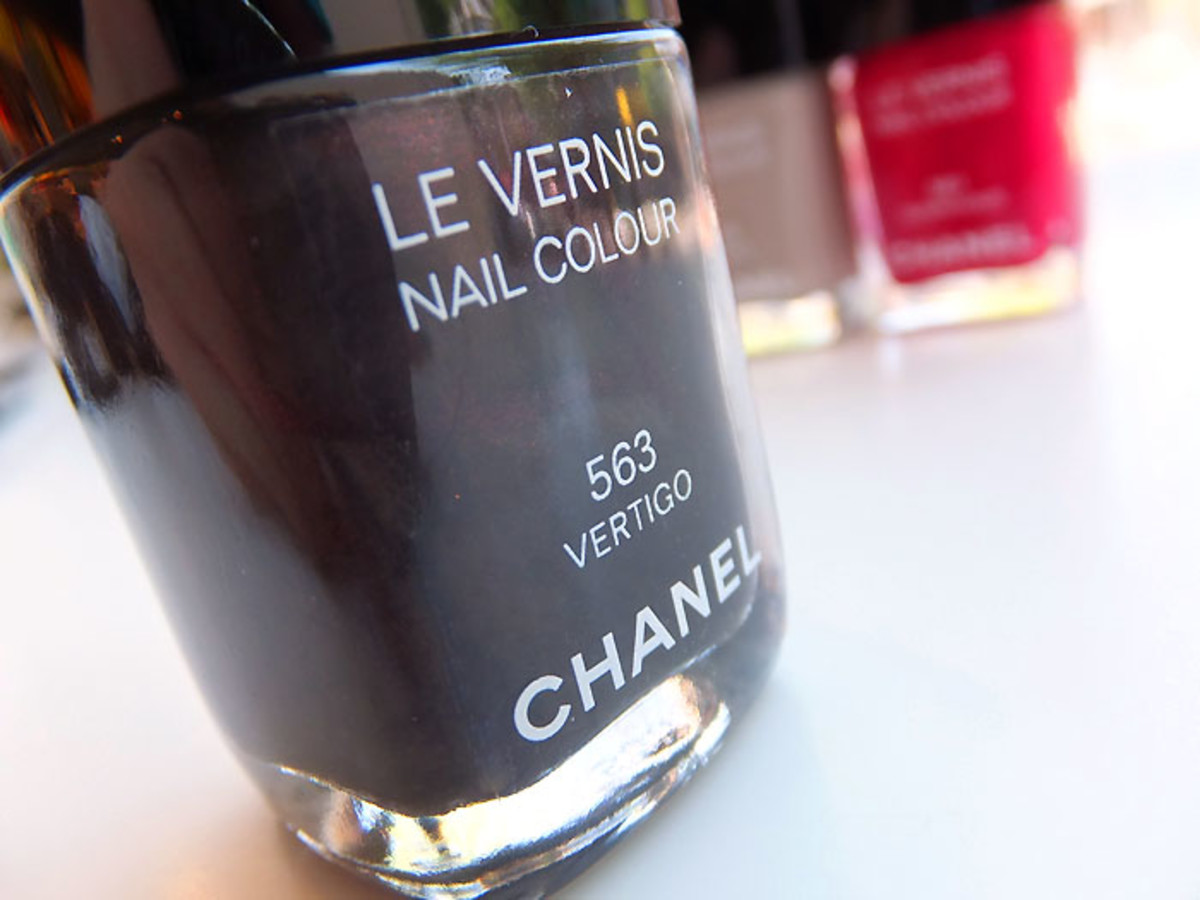 Chanel Nail Colour in 563 Vertigo_Fall 2012 makeup
