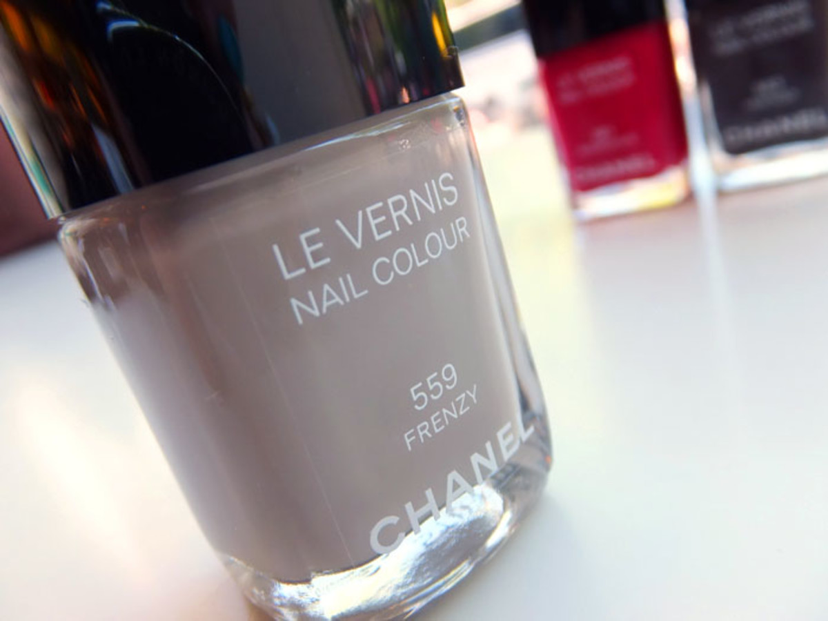 Chanel Nail Colour in 559 Frenzy_Fall 2012 makeup
