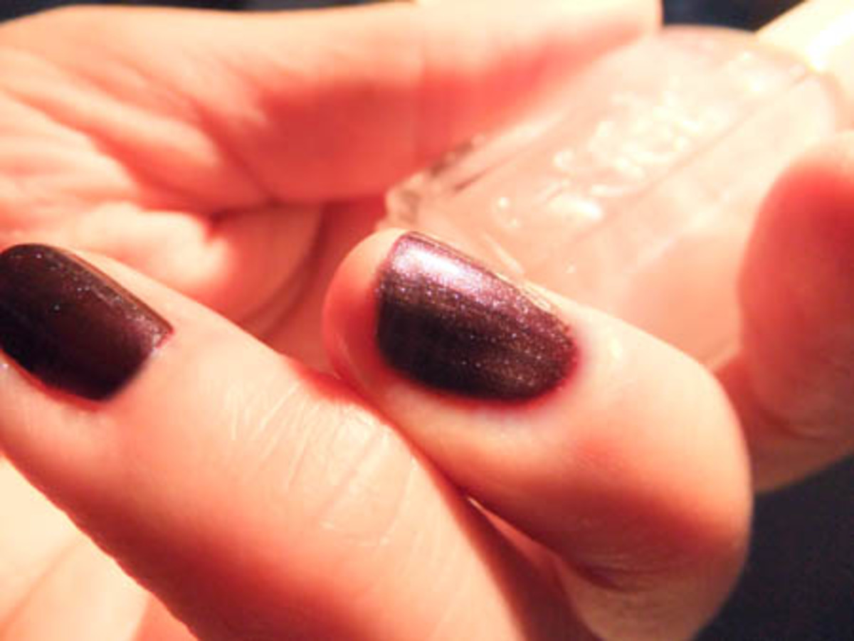 OPI Vampsterdam + Essie Pure Perfection Luxeffects Top Coat