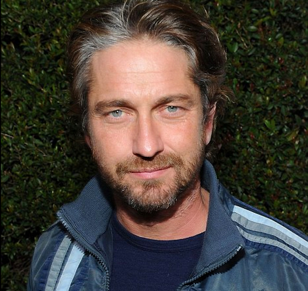 omgre omgrey omgray Gerard Butler and his grey gray roots looks good