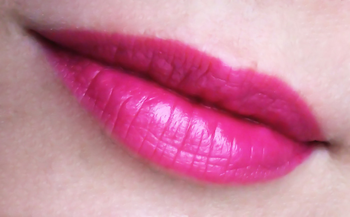 Estee Lauder Pure Color Long Lasting Lipstick in Wild Violet