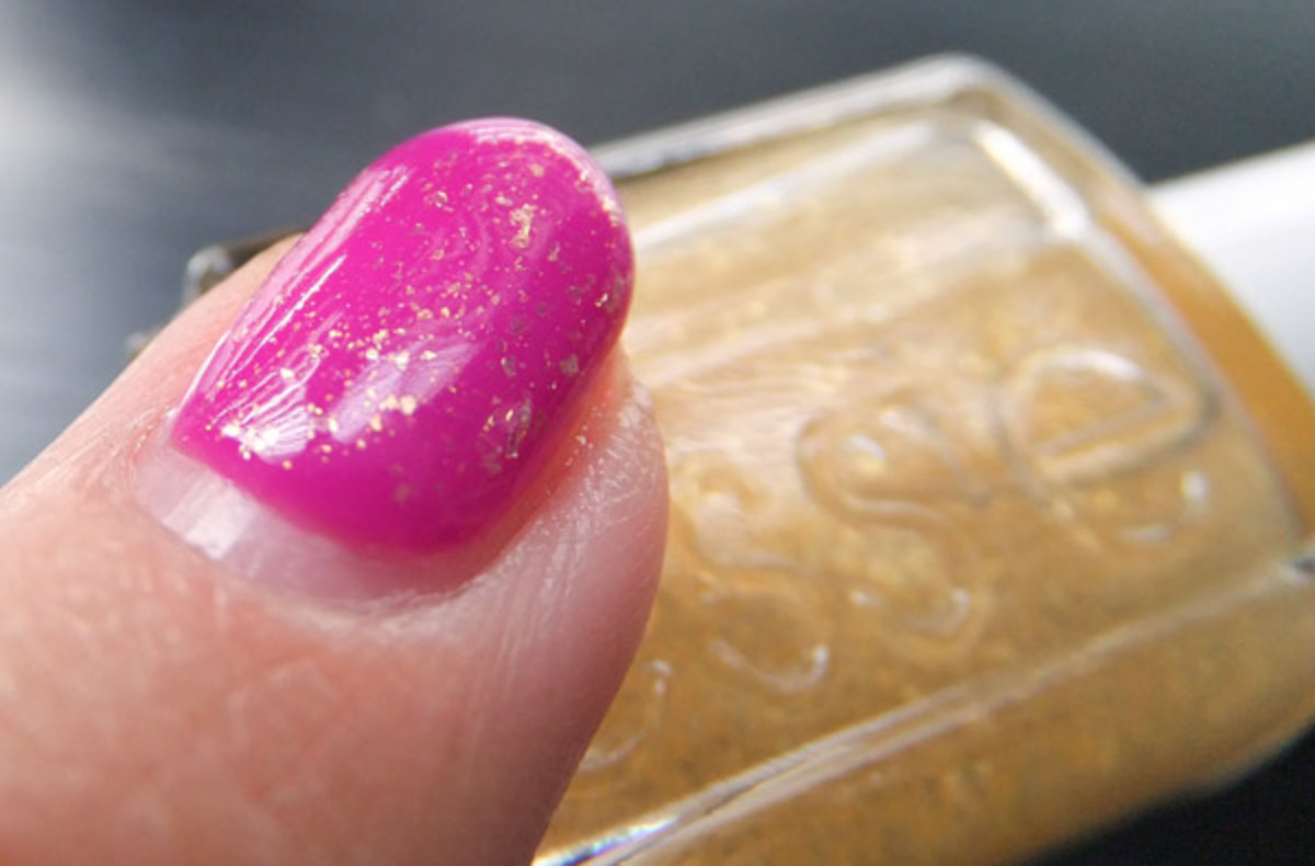 Essie Luxeffects Topcoat in As Gold as it Gets over Gelish Carnival Hangover_BEAUTYGEEKS_imabeautygeek.com
