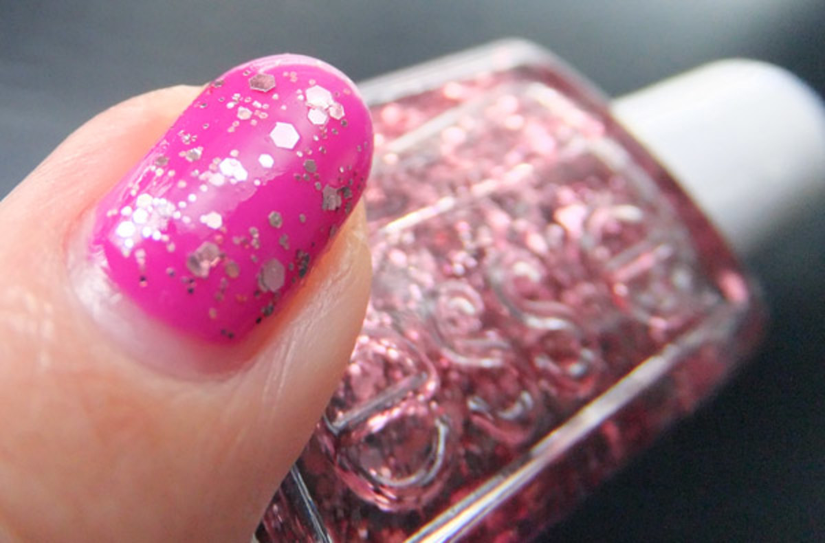 Essie Luxeffects Topcoat in A Cut Above over Gelish Carnival Hangover_BEAUTYGEEKS_imabeautygeek.com