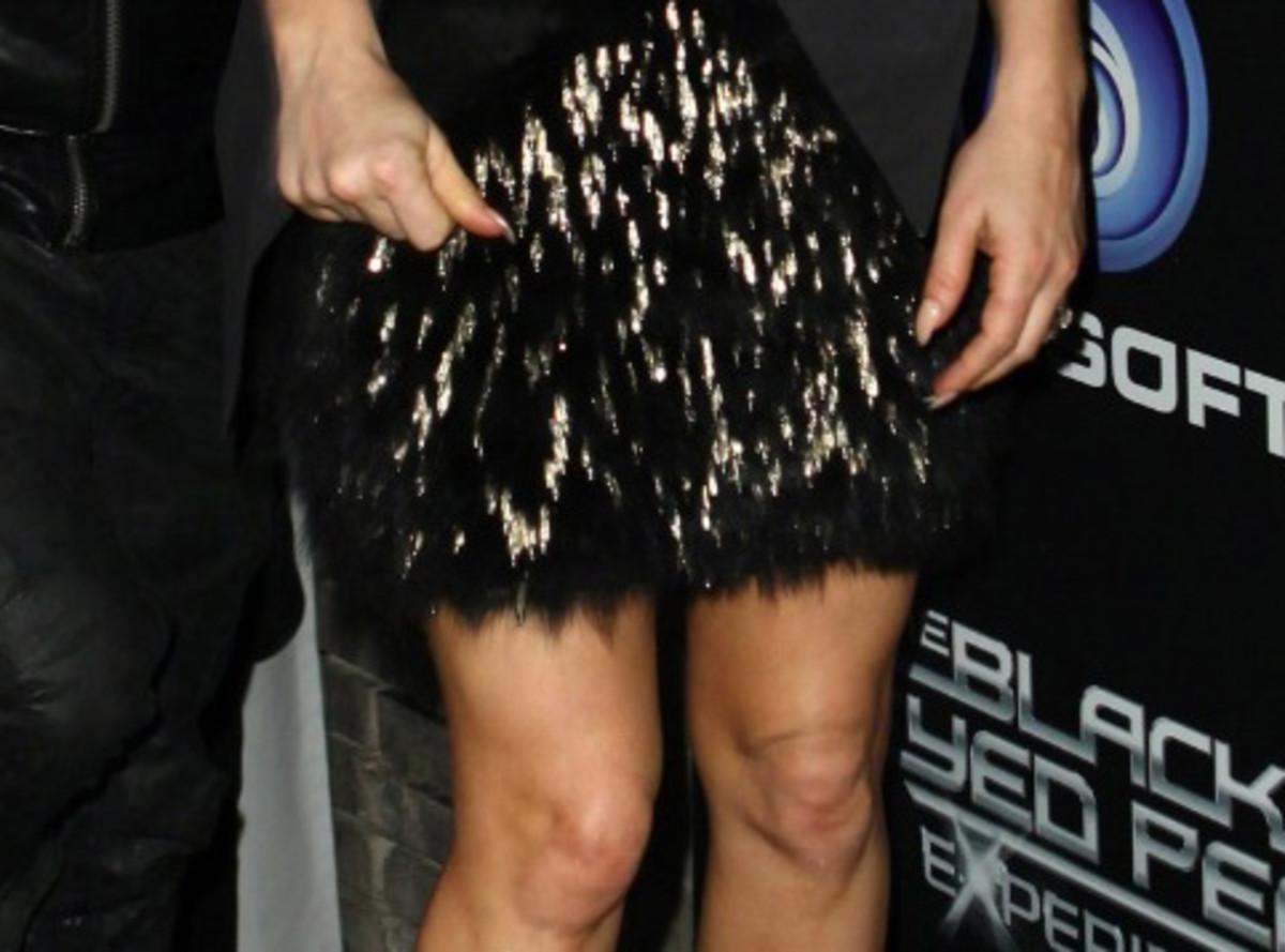 Fergie's nails and skirt