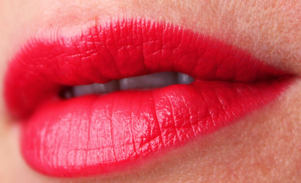 Estee Lauder Pure Color Envy lipstick in Defiant Coral