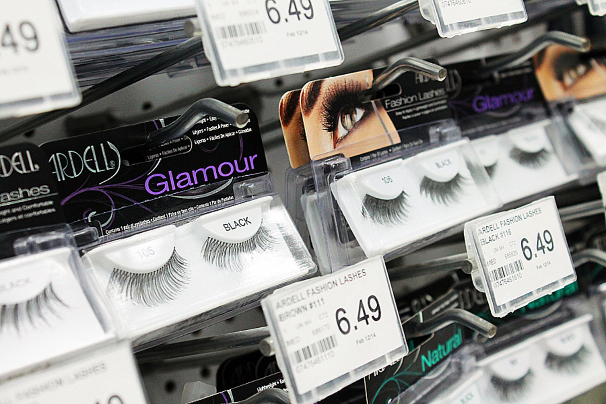 A variety of false lashes, just hanging around.
