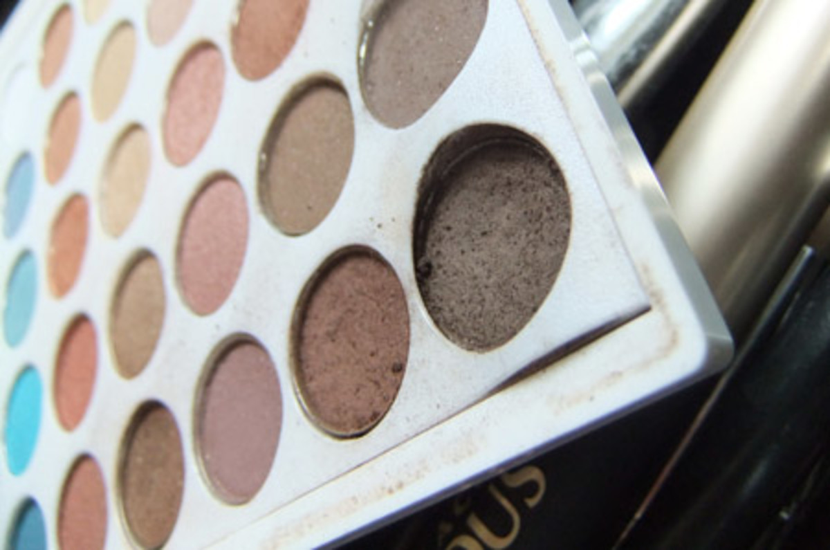 Yaby eye shadow palette_Andrea Claire