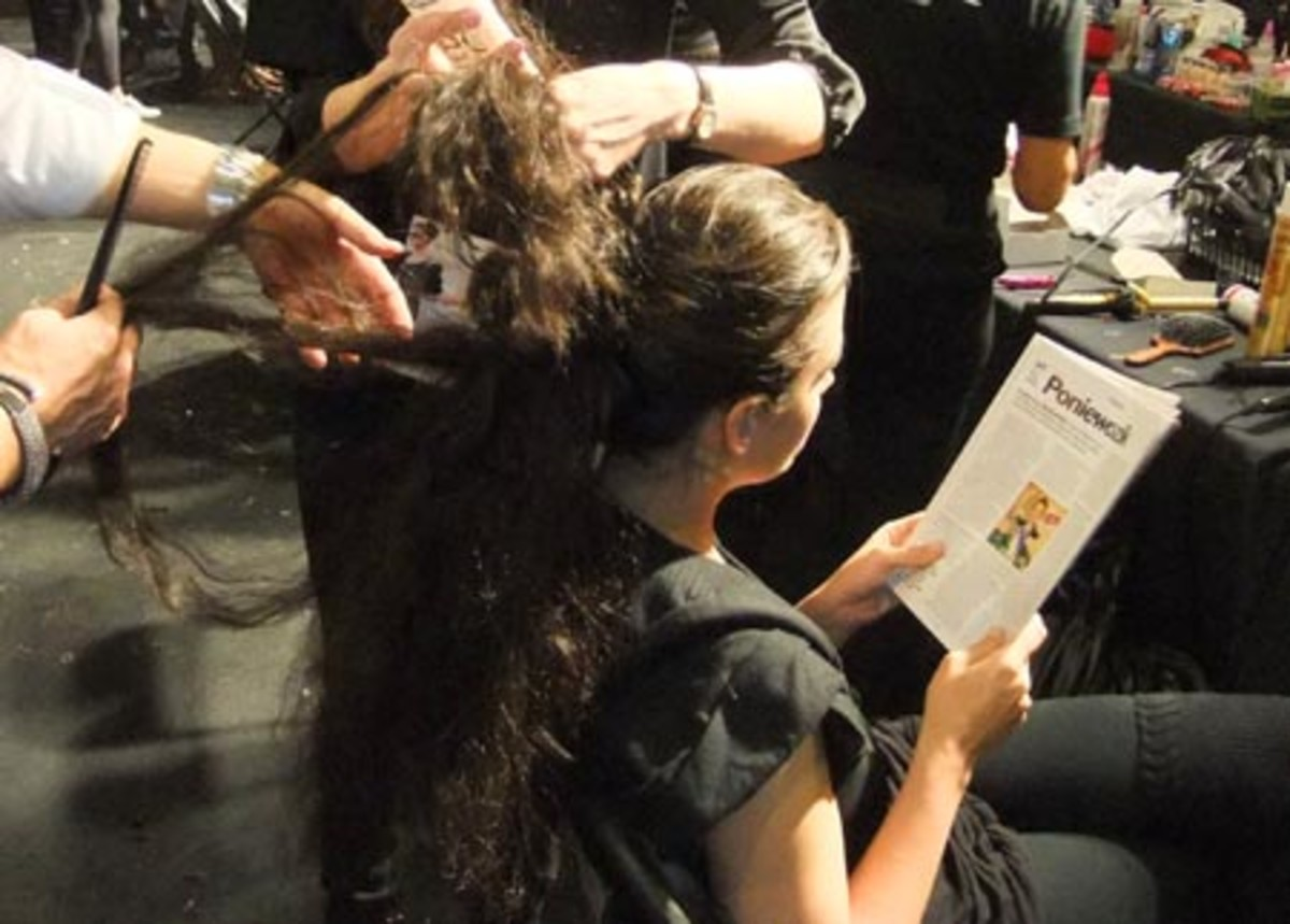 Crystal Renn bkstg hair Joe Fresh Fall 2010 ponytail teasing_LG Fashion Week_photo by Janine Falcon