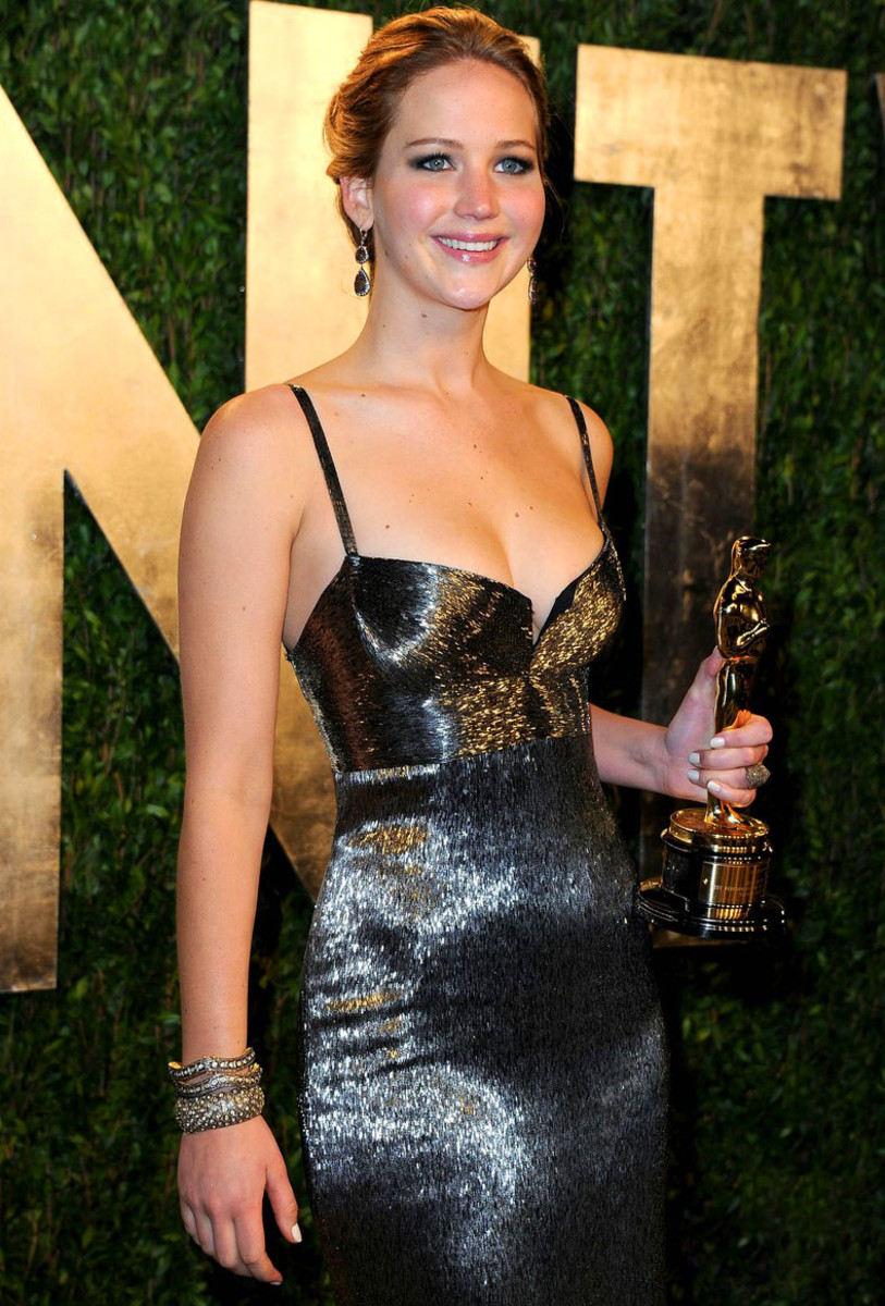 jennifer-lawrence-vanity-fair-oscars-party-2013