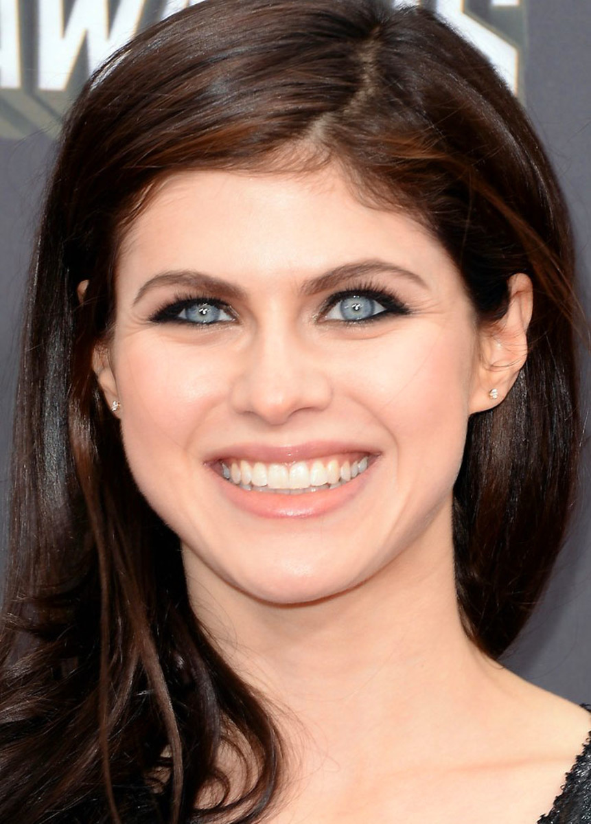 Alexandra Daddario: tightlining and lining