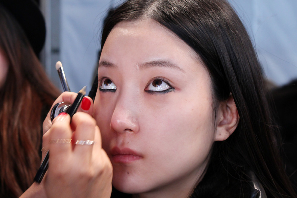 blacked-out eyes_Ishie_backstage beauty Vawk_makeup by Grace Lee_Maybelline_wmcfw