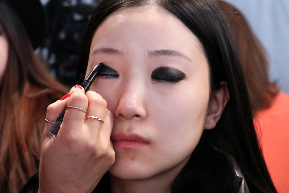 blacked-out eyes_Ishie_backstage beauty Vawk_makeup by Grace Lee_Maybelline wmcfw
