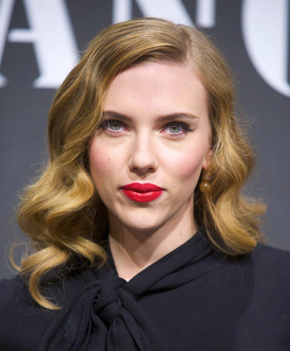 retro waves via pin curls_Scarlett Johansson