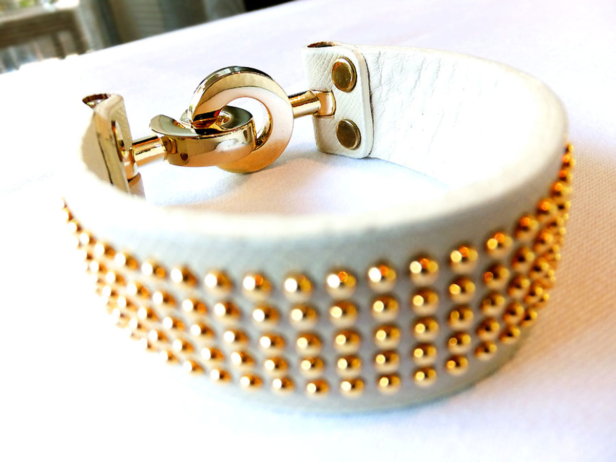 Leather cuff, Jayu