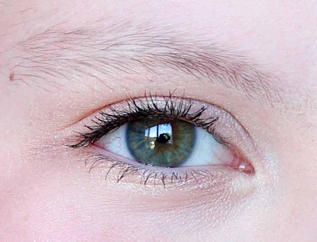 Age-appropriate tween makeup: natural brows, zero eyeliner.