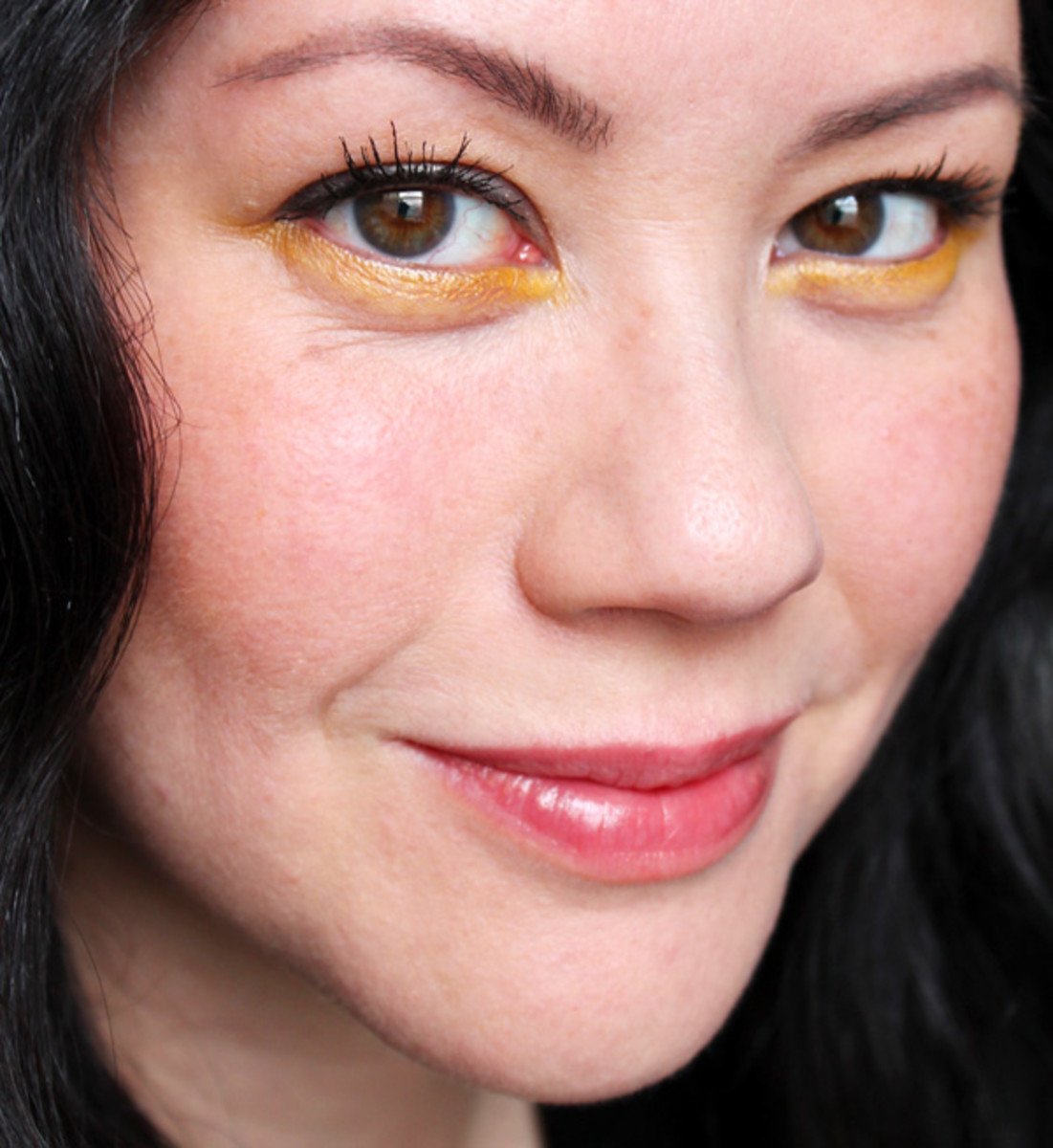 how to wear bright eyeshadow_revlon rio rush_exotic_yellow