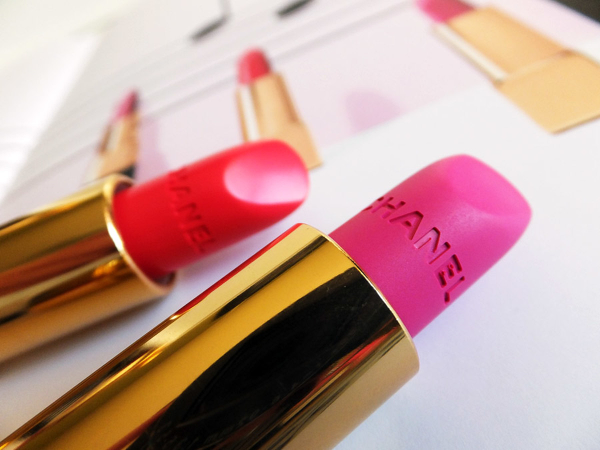 Chanel Spring 2014 lipstick_Chanel Rouge Allure 136 Melodieuse candy red_Chanel Rouge Allure Velvet 44 La Diva matte electric pink