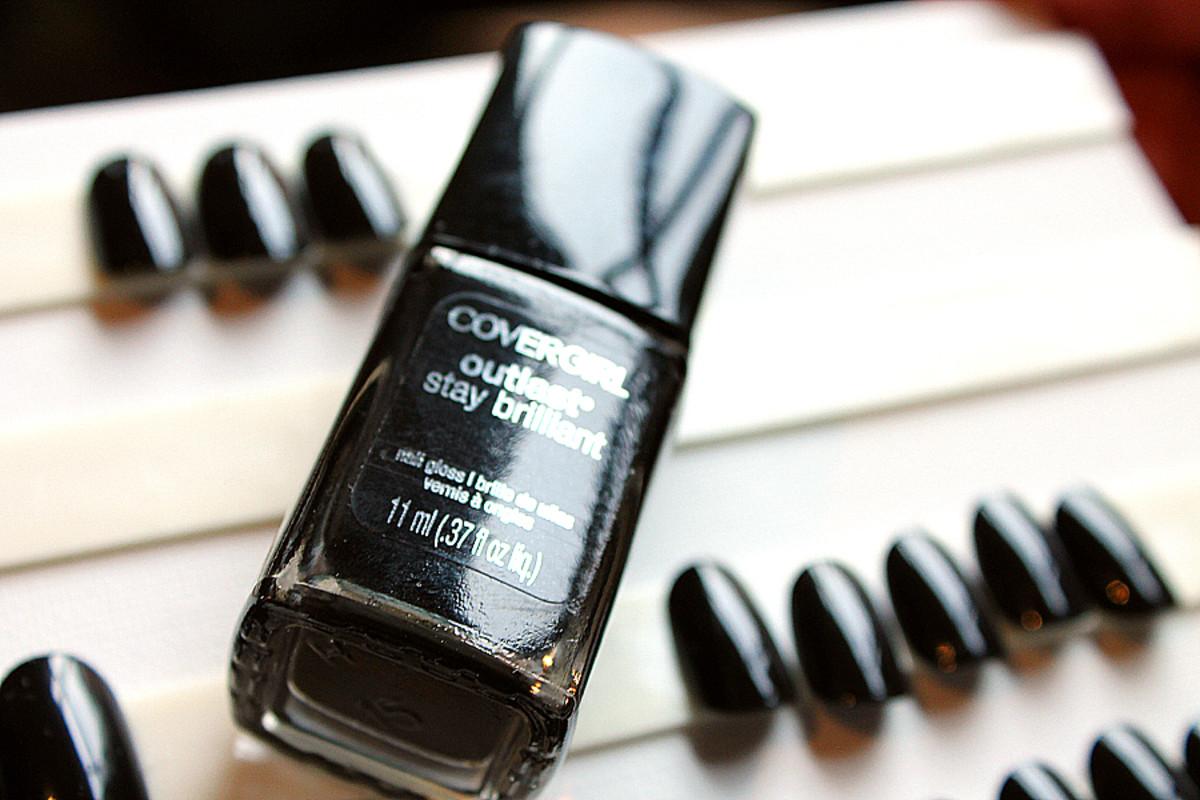 Lorde makeup look Covergirl_Covergirl Black Diamonds nail polish