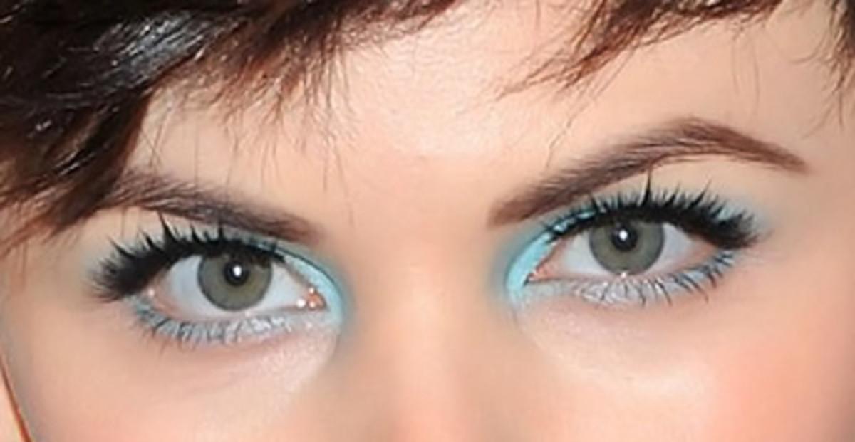 Ginnifer Goodwin's pastel blue eye shadow