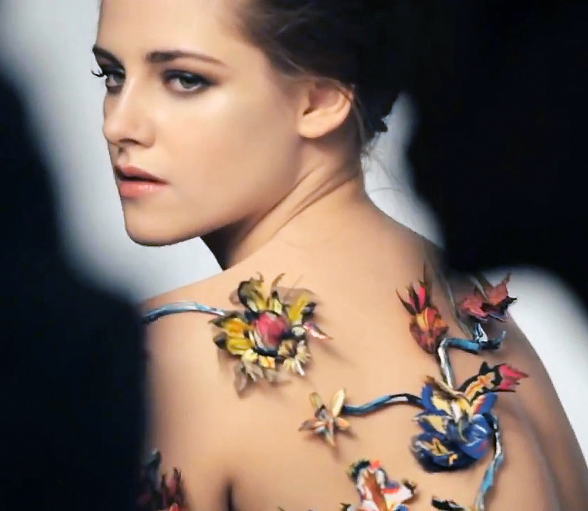 Kristen Stewart's smoky eyes_Kristen Stewart makeup Balenciaga Rosabotanica the campaign