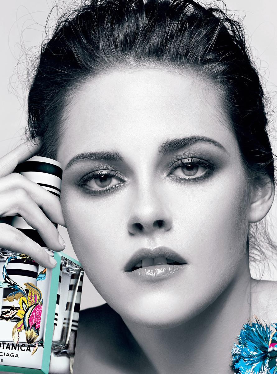 Kristen Stewart's smoky eyes_Kristen Stewart makeup Balenciaga_Rosabotanica crop