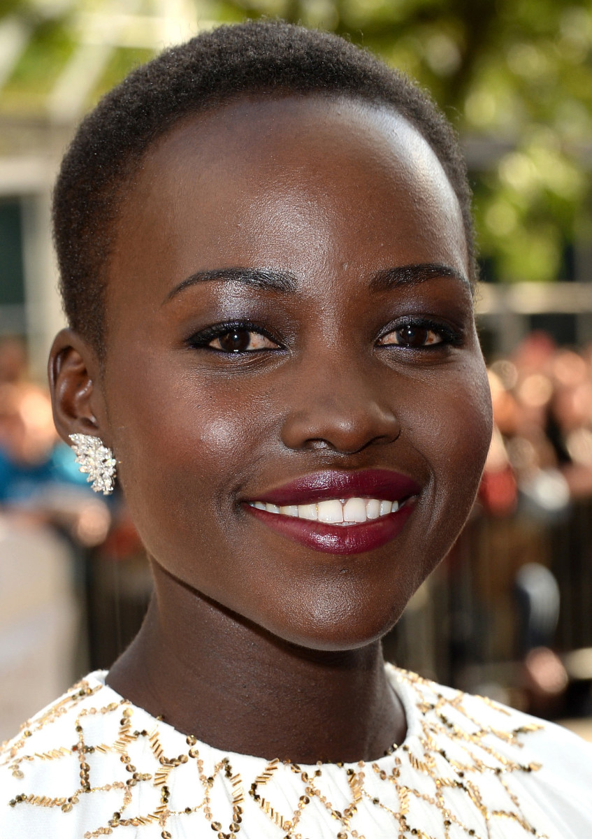 Lupita Nyong'o_deep berry lip_6 SEPT 13