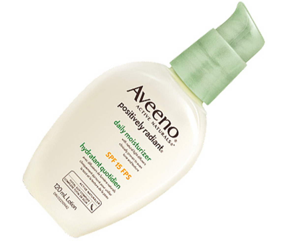 Jennifer Aniston_Horrible Bosses 2_red carpet makeup details_Aveeno Positively Radiant Daily Moisturizer SPF 15