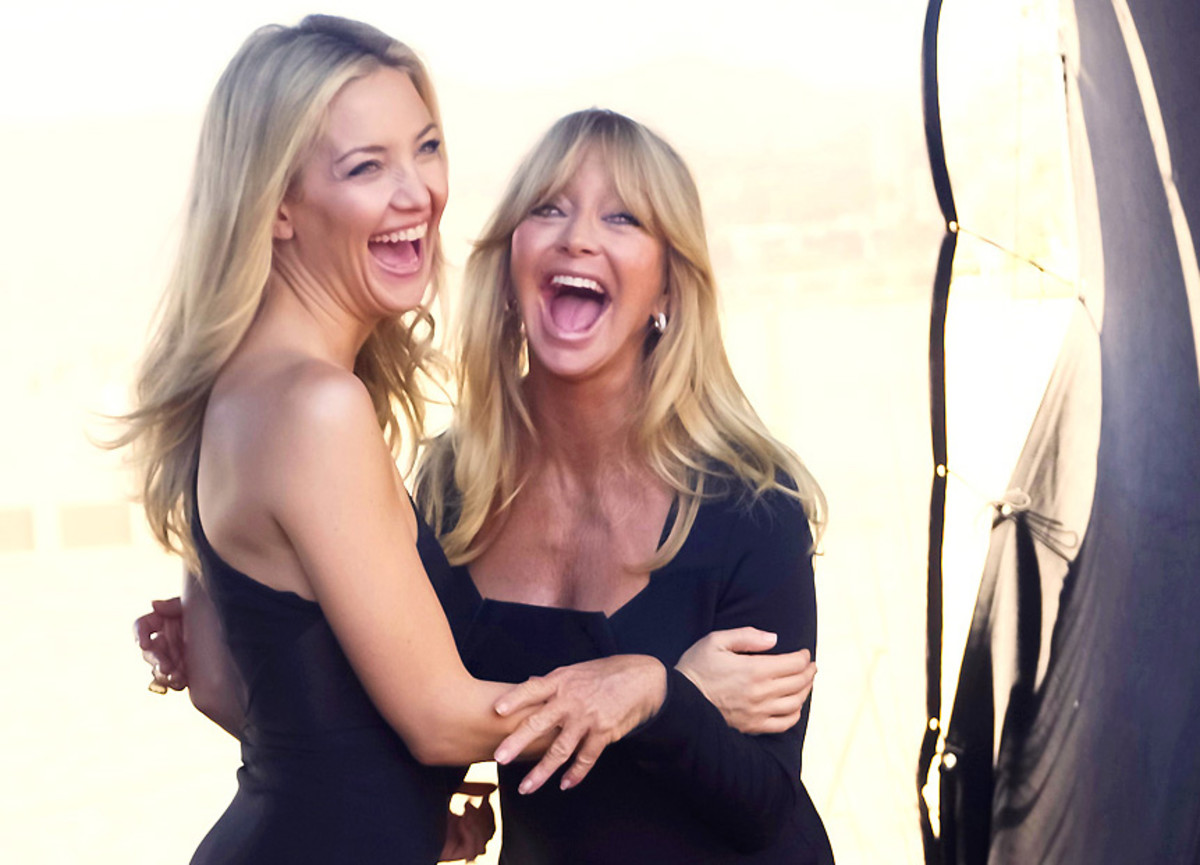 0121015_Almay_Kate-Hudson_Goldie-Hawn_on-set_Mothers-Day-Almay-shoot-cropped.jpg