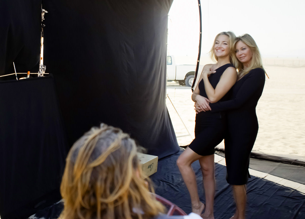 20121016_Almay_Kate-Hudson-with-Goldie-Hawn_Mothers-Day-photoshoot.jpg