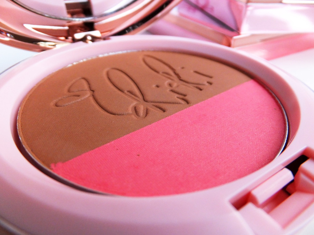RiRi Hearts MAC Powder Blush Duo in Hibiscus Kiss_© 2013 Janine Falcon_BEAUTYGEEKS_IMABEAUTYGEEK.COM