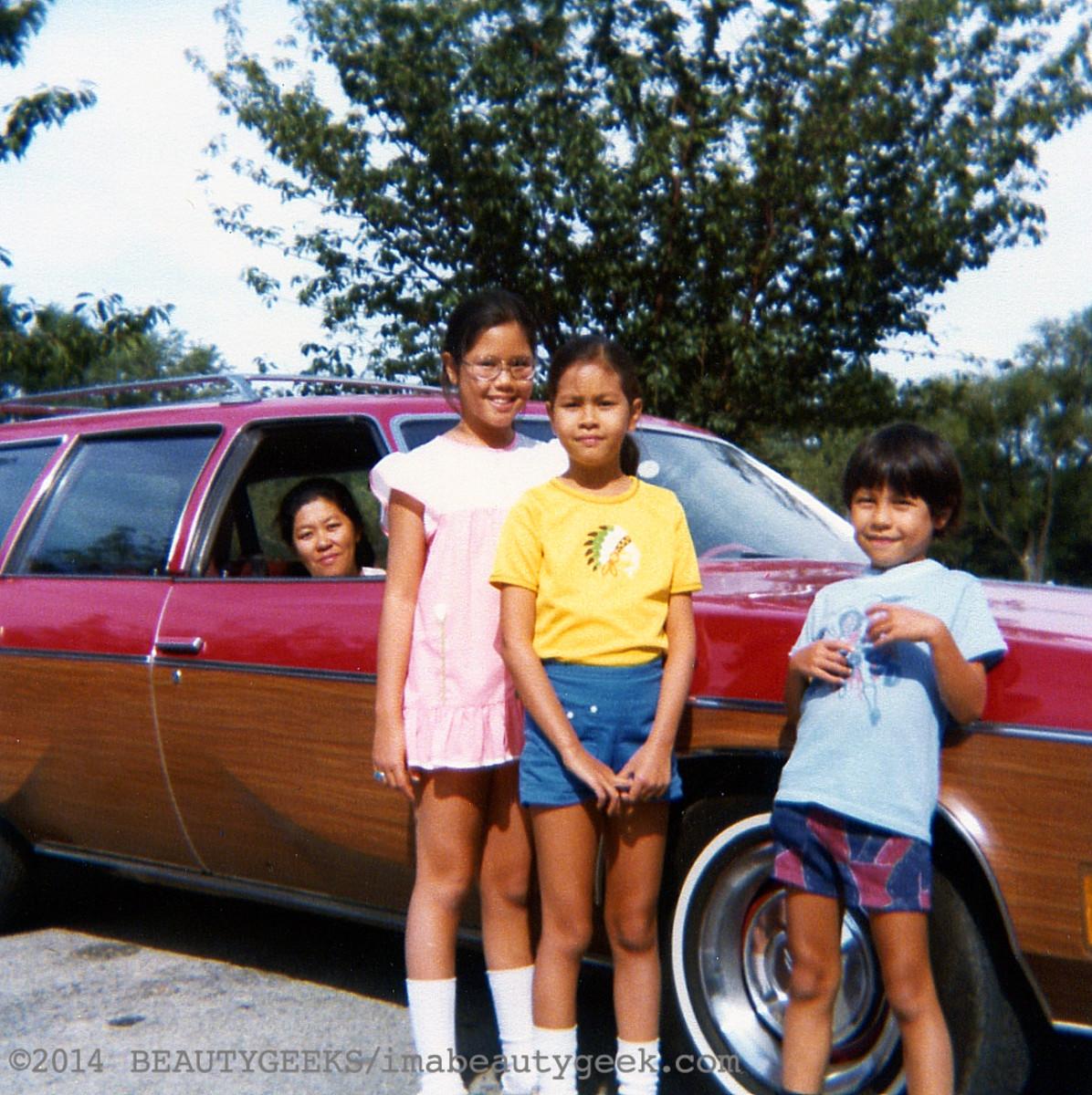 The Falcons_Mum Janine Karen Simon_and a Vista Cruiser