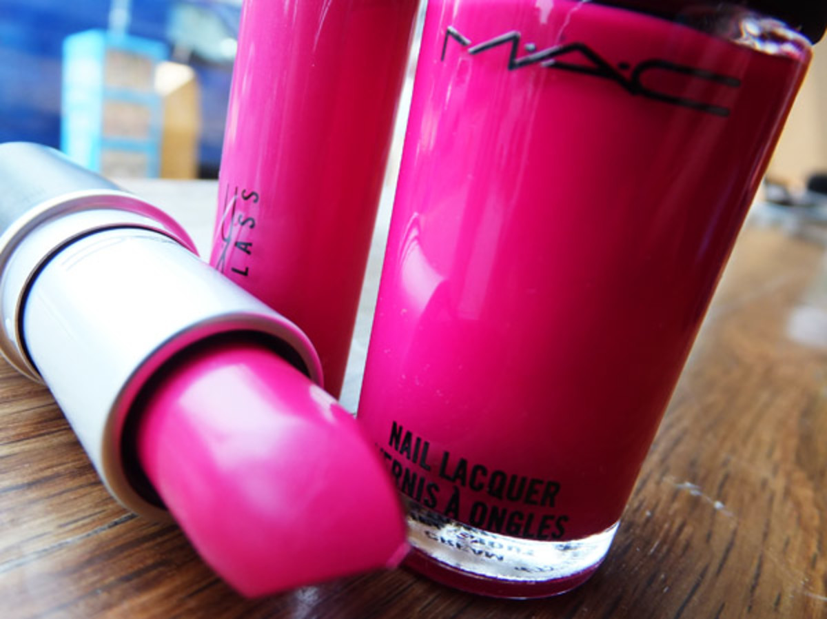 MAC Fashion Sets lipstick_lipglass_polish in Girl About Town