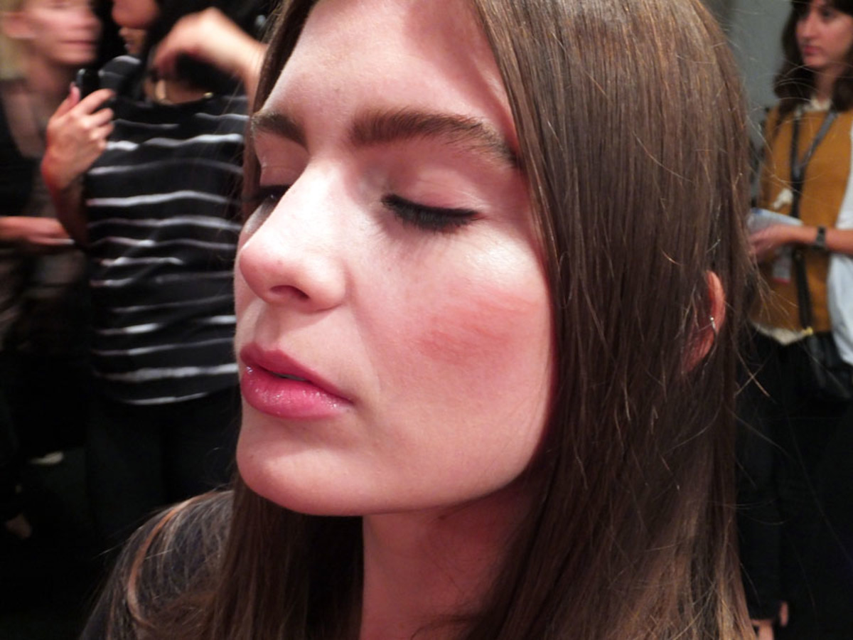 60s natural makeup Pink Tartan_lip pencil blush_World Mastercard Fashion Week_Maybelline