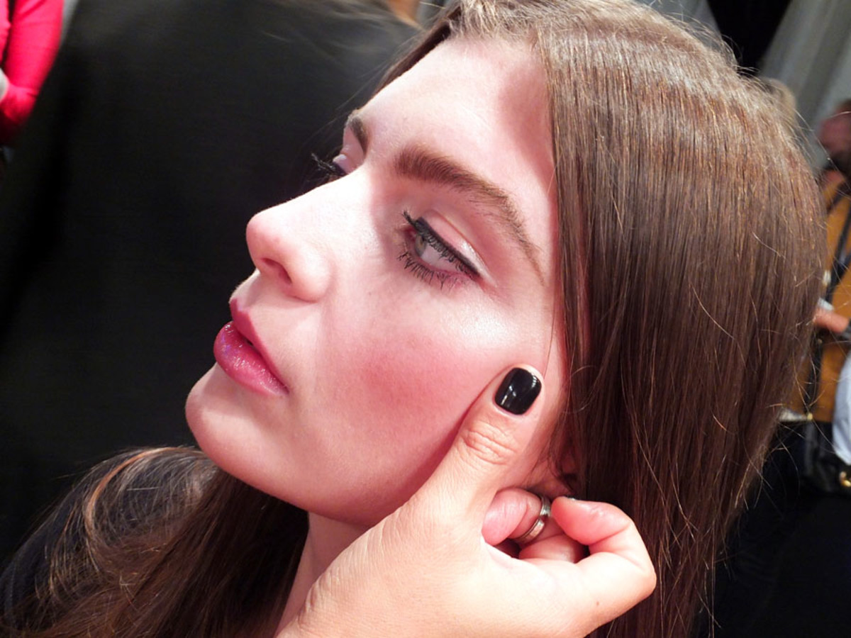 60s natural makeup pink tartan_lip liner blush_World Mastercard Fashion Week_Maybelline