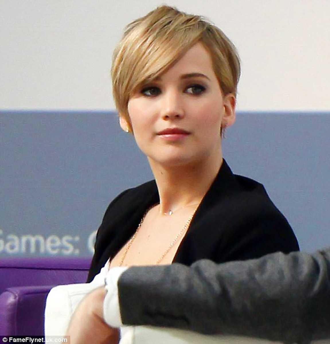 Compare Amp Contrast Jennifer Lawrence Short Hair Vs