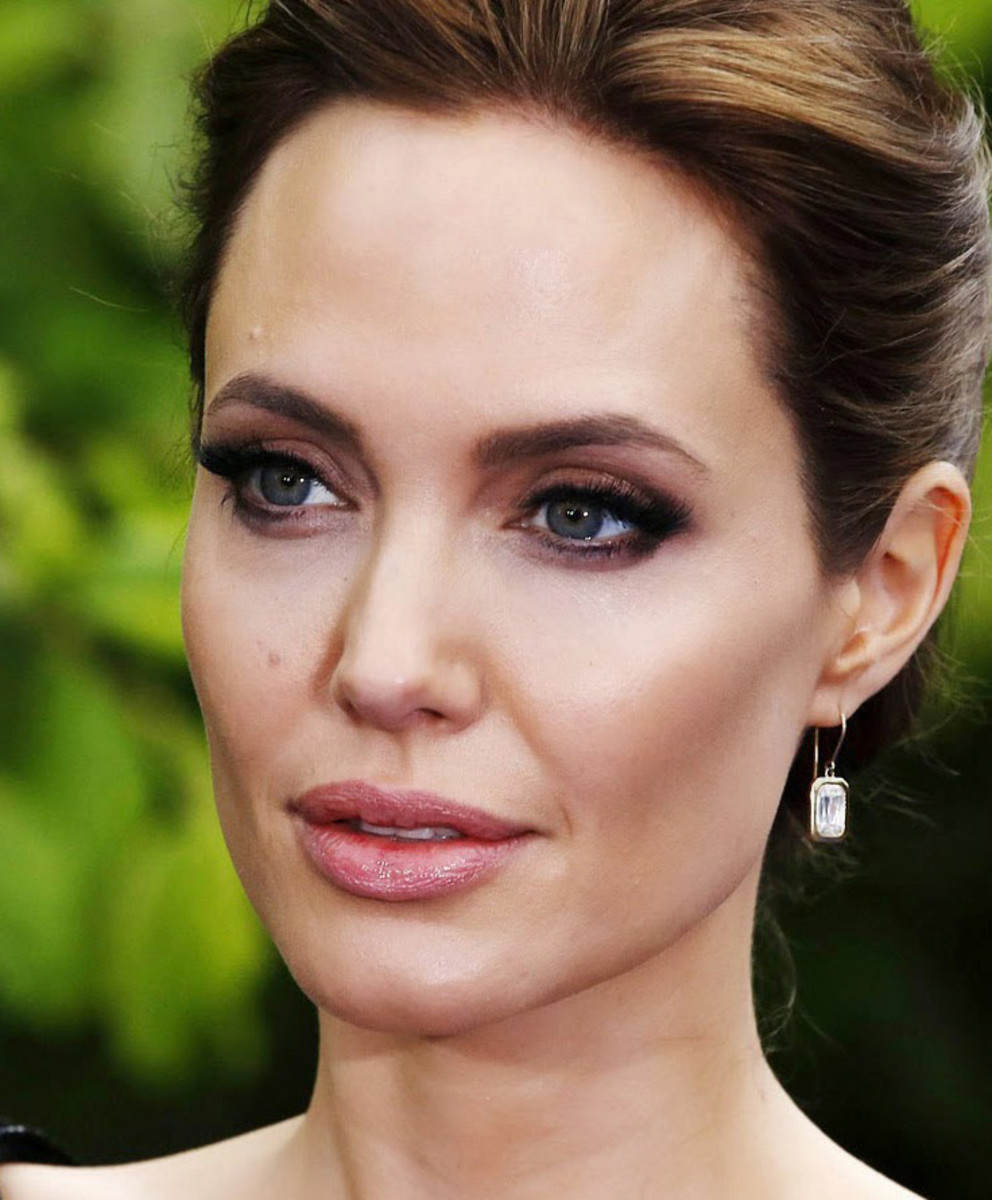 Angelina Jolie's makeup artist on sculpting cheekbones_Angelina Jolie London 8MAY14