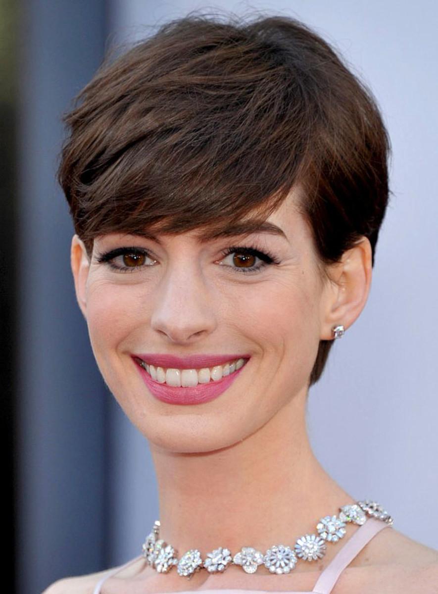 Anne Hathaway_Oscars 2013