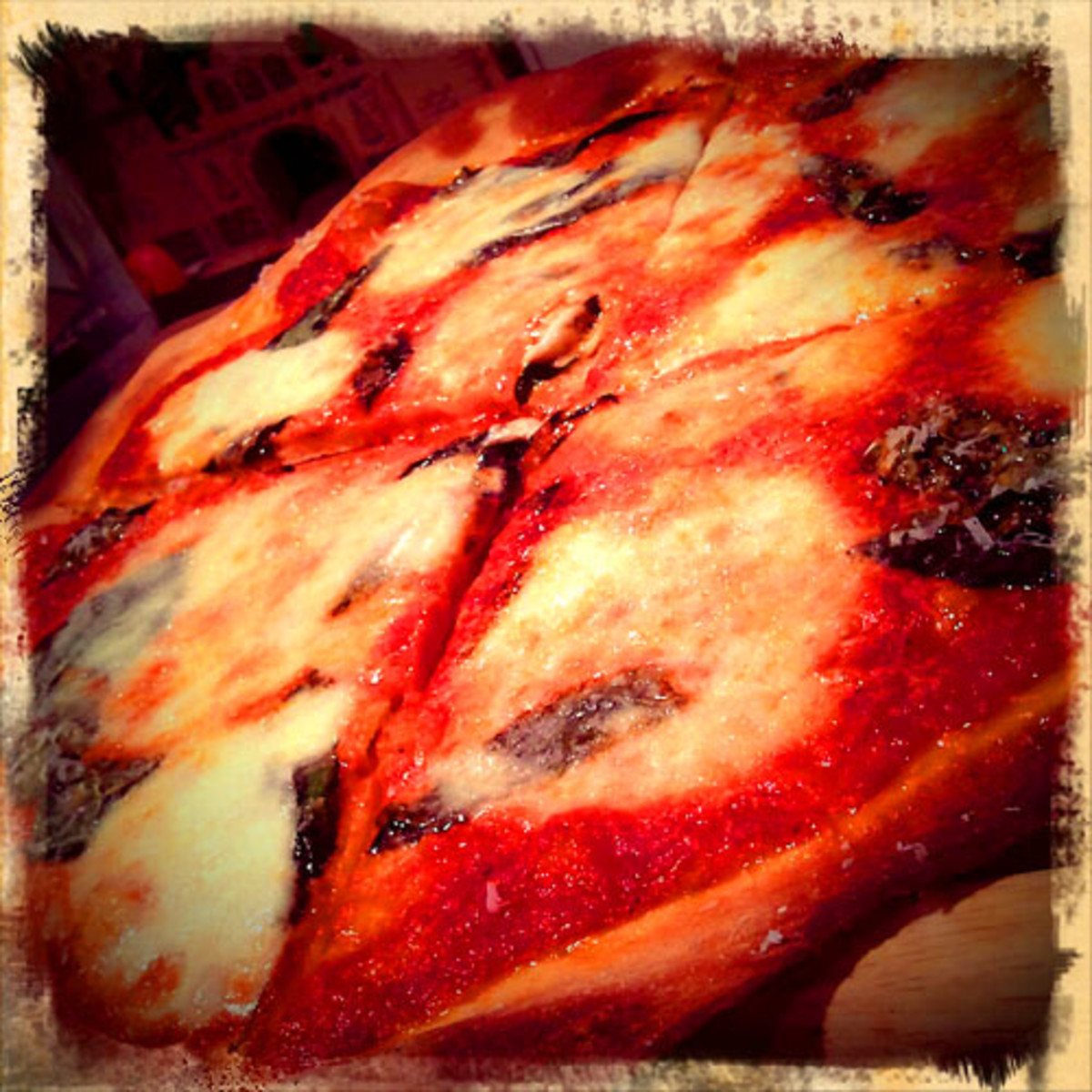 Extremely Loud and Incredibly Close_NY pizza pie classic