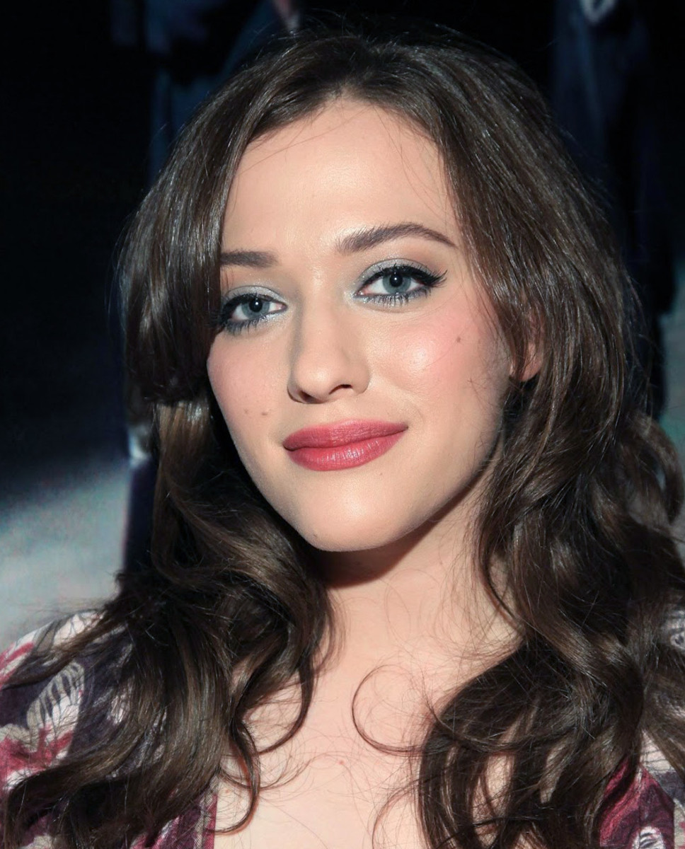 Kat Dennings_blue-green shimmer eye shadow